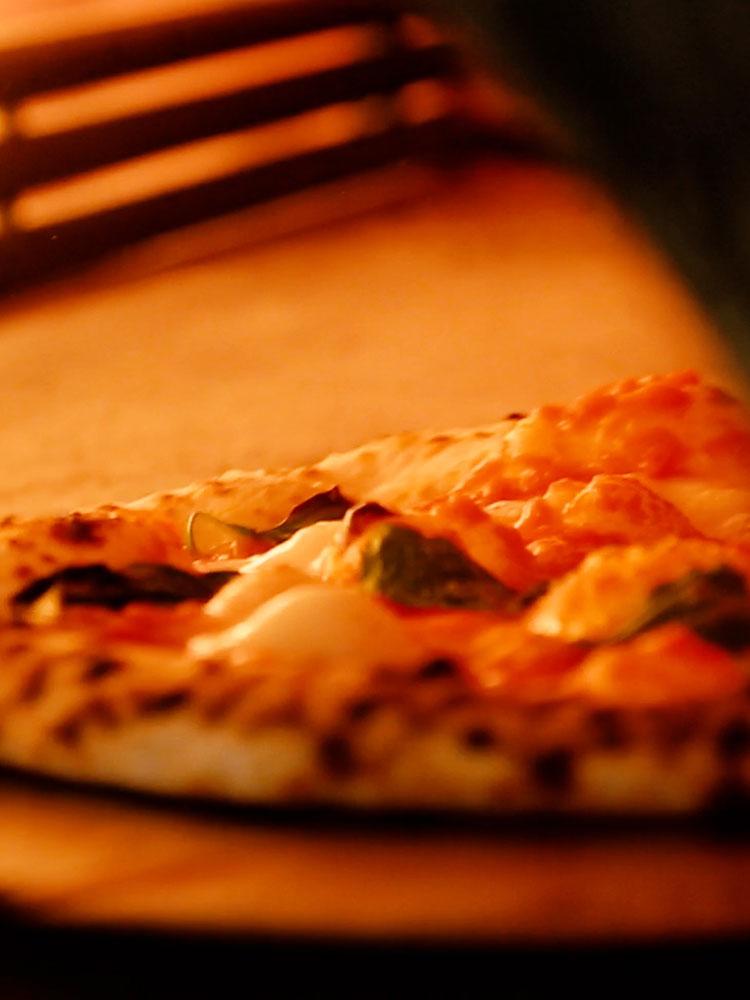garden Piazza(ガーデン・ピアッツァ)の石窯で焼くピッツァは絶品